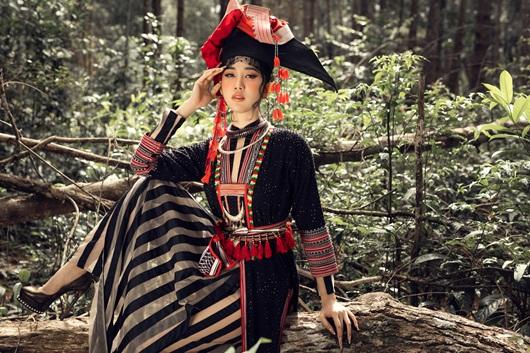 Thúy Ngân hóa thiếu nữ dân tộc đầy cuốn hút giữa rừng thông - Ảnh 9