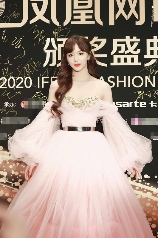 """""""Visual công chúa"""" của Khổng Tuyết Nhi lấn át dàn mỹ nhân Hoa ngữ trên thảm đỏ - Ảnh 1"""