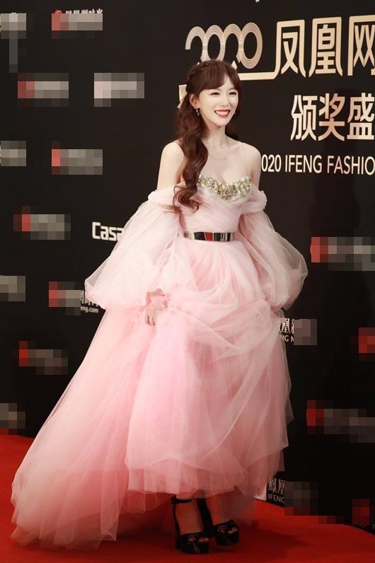 """""""Visual công chúa"""" của Khổng Tuyết Nhi lấn át dàn mỹ nhân Hoa ngữ trên thảm đỏ - Ảnh 2"""