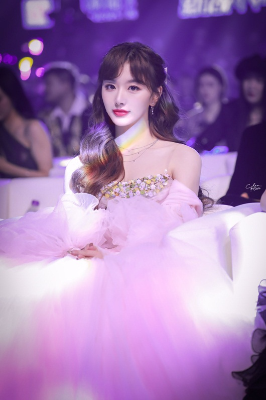 """""""Visual công chúa"""" của Khổng Tuyết Nhi lấn át dàn mỹ nhân Hoa ngữ trên thảm đỏ - Ảnh 5"""
