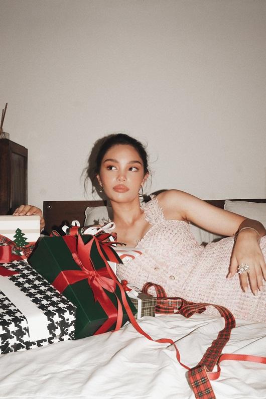 Mẫu Tây 13 tuổi Alexandra Matheson khoe vẻ đẹp ngọt ngào mùa Giáng sinh - Ảnh 9