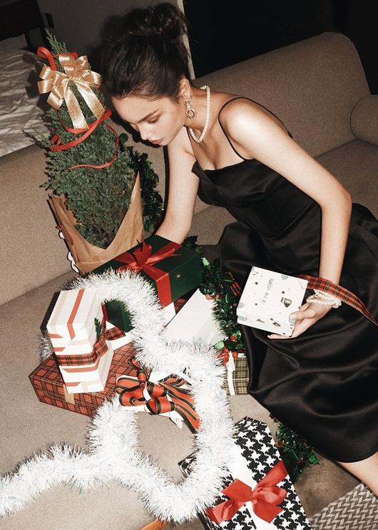 Mẫu Tây 13 tuổi Alexandra Matheson khoe vẻ đẹp ngọt ngào mùa Giáng sinh - Ảnh 5