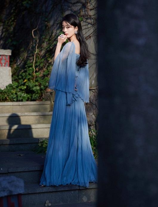 """Triệu Lệ Dĩnh đổi stylist, diện liền 3 bộ váy đẹp tuyệt, lên thẳng """"top hotsearch"""" - Ảnh 5"""