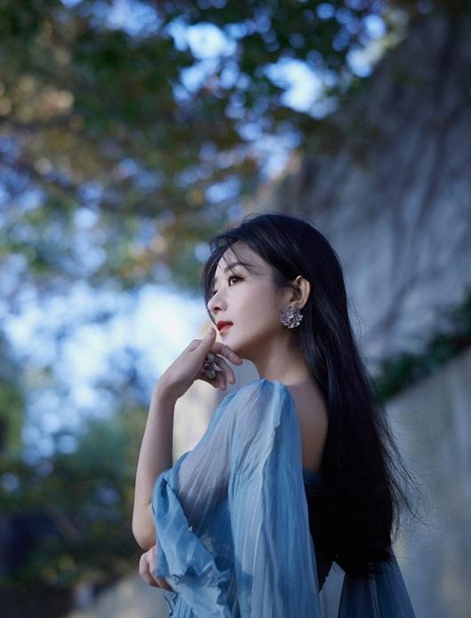 """Triệu Lệ Dĩnh đổi stylist, diện liền 3 bộ váy đẹp tuyệt, lên thẳng """"top hotsearch"""" - Ảnh 6"""