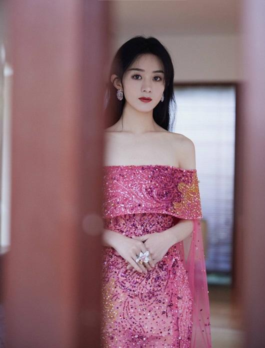 """Triệu Lệ Dĩnh đổi stylist, diện liền 3 bộ váy đẹp tuyệt, lên thẳng """"top hotsearch"""" - Ảnh 9"""