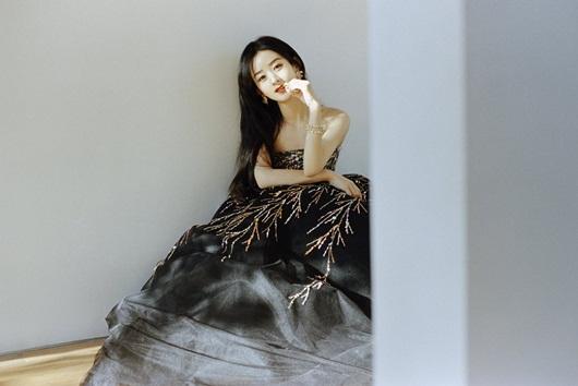 """Triệu Lệ Dĩnh đổi stylist, diện liền 3 bộ váy đẹp tuyệt, lên thẳng """"top hotsearch"""" - Ảnh 3"""