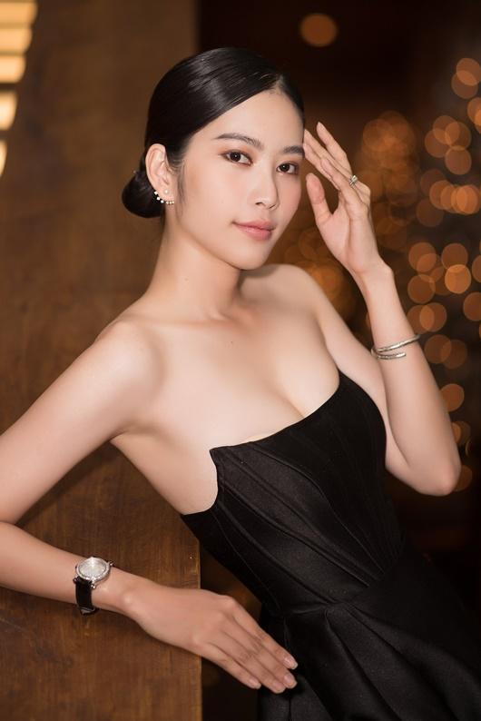 """Nam Em mặc đầm cúp ngực khoe số đo chuẩn, gợi nhớ hình ảnh """"điên nữ"""" Seo Ye Ji - Ảnh 7"""