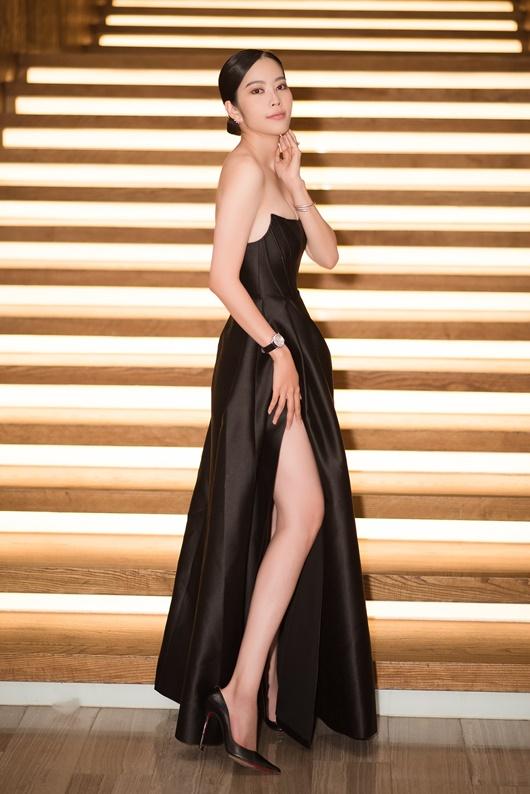 """Nam Em mặc đầm cúp ngực khoe số đo chuẩn, gợi nhớ hình ảnh """"điên nữ"""" Seo Ye Ji - Ảnh 4"""
