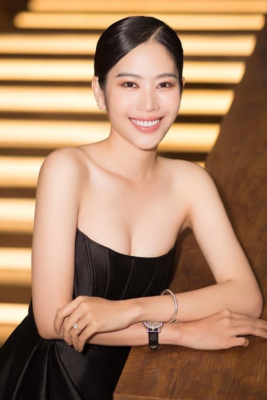 """Nam Em mặc đầm cúp ngực khoe số đo chuẩn, gợi nhớ hình ảnh """"điên nữ"""" Seo Ye Ji - Ảnh 8"""