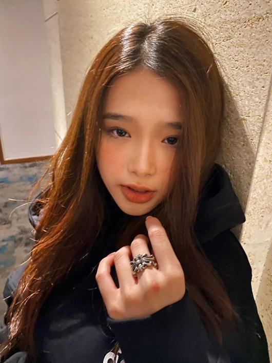 Tin tức giải trí mới nhất ngày 23/12: K-ICM gây tranh cãi với hình ảnh kiệu cô gái trên vai - Ảnh 3