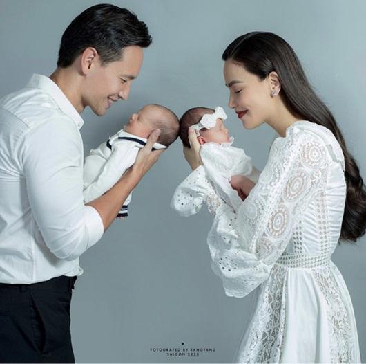Hồ Ngọc Hà tiết lộ thêm ảnh cận mặt cặp song sinh, khoe khoảnh khắc Subeo bên hai em siêu cưng - Ảnh 1