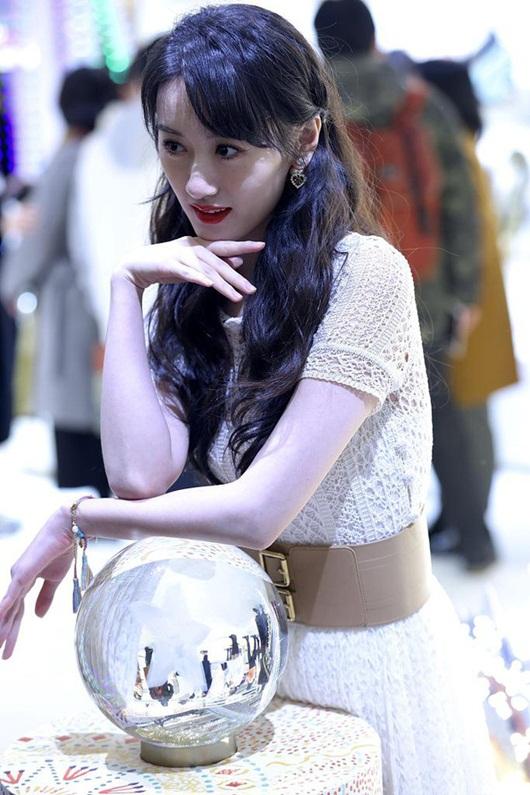 """Angelababy sánh vai Viên Băng Nghiên: Hai nàng đều xinh nhưng cư dân mạng vẫn bình luận """"phũ"""" - Ảnh 9"""