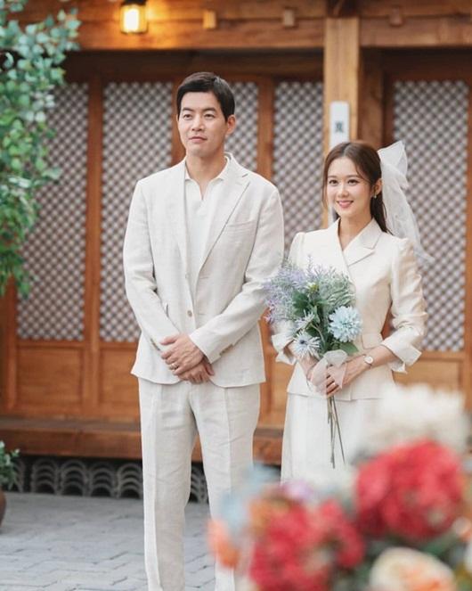 """Phim ngoại tình từng gây xôn xao của """"mỹ nhân hack tuổi"""" Jang Nara lên sóng màn ảnh Việt - Ảnh 2"""