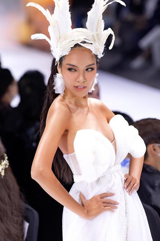 """Top 10 Hoa hậu Hoàn vũ Việt Nam 2019 Lê Hoàng Phương khiến fan trầm trồ vì quá """"đỉnh và đẹp"""" - Ảnh 8"""