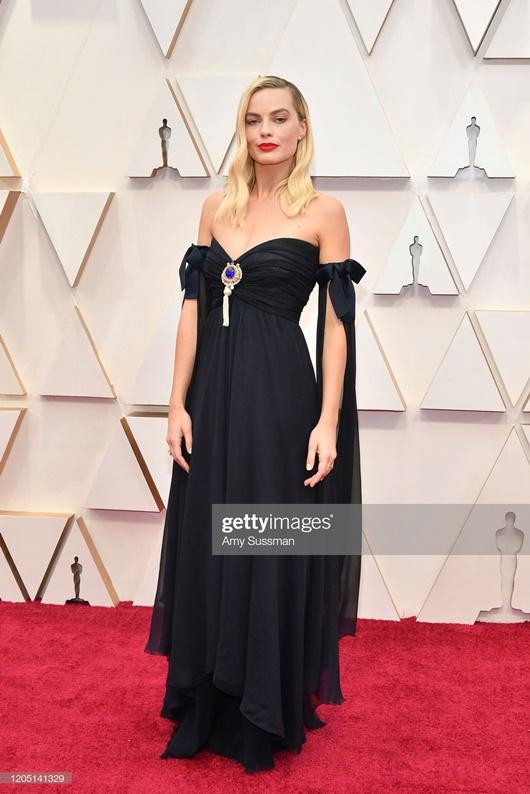 """Thảm đỏ Oscar 2020: Dàn sao """"Ký sinh trùng"""" rạng rỡ, Scarlett Johansson gợi cảm bên vị hôn phu - Ảnh 9"""