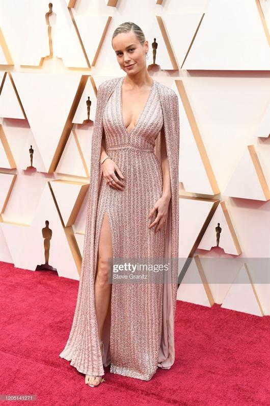 """Thảm đỏ Oscar 2020: Dàn sao """"Ký sinh trùng"""" rạng rỡ, Scarlett Johansson gợi cảm bên vị hôn phu - Ảnh 12"""