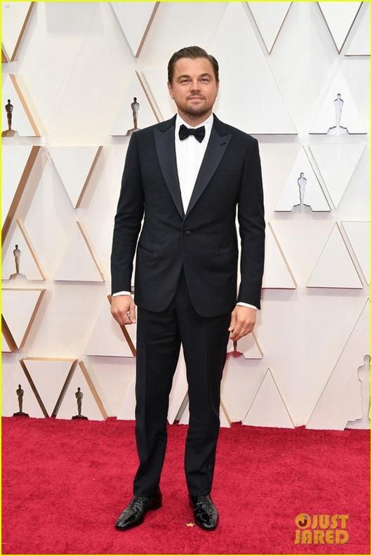 """Thảm đỏ Oscar 2020: Dàn sao """"Ký sinh trùng"""" rạng rỡ, Scarlett Johansson gợi cảm bên vị hôn phu - Ảnh 17"""