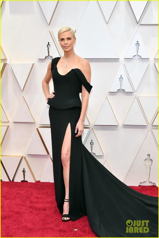 """Thảm đỏ Oscar 2020: Dàn sao """"Ký sinh trùng"""" rạng rỡ, Scarlett Johansson gợi cảm bên vị hôn phu - Ảnh 8"""