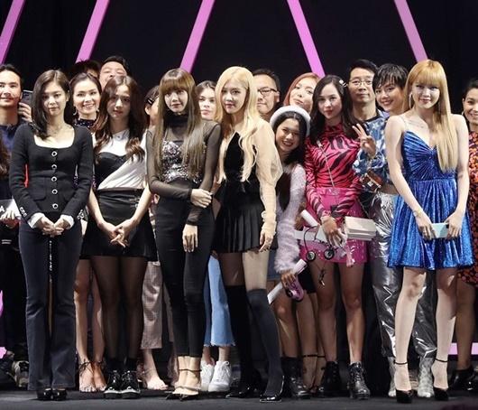 """""""Bạn gái tin đồn"""" của Sơn Tùng M-TP đụng váy hàng hiệu với loạt mỹ nhân xứ Hàn - Ảnh 1"""