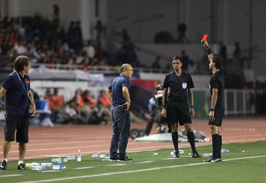 HLV Park Hang-seo bị AFC phạt tiền và cấm chỉ đạo 4 trận - Ảnh 1