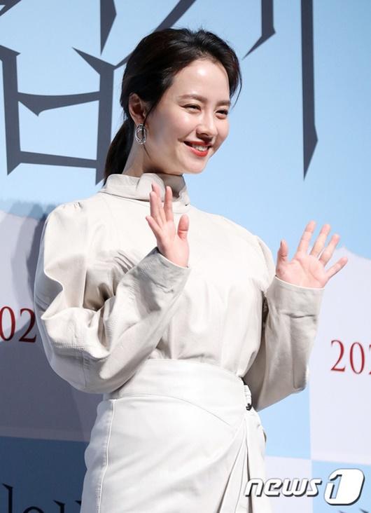 """Nhan sắc """"gây sửng sốt"""" ở tuổi 38 của """"mợ ngố"""" Song Ji Hyo - Ảnh 1"""