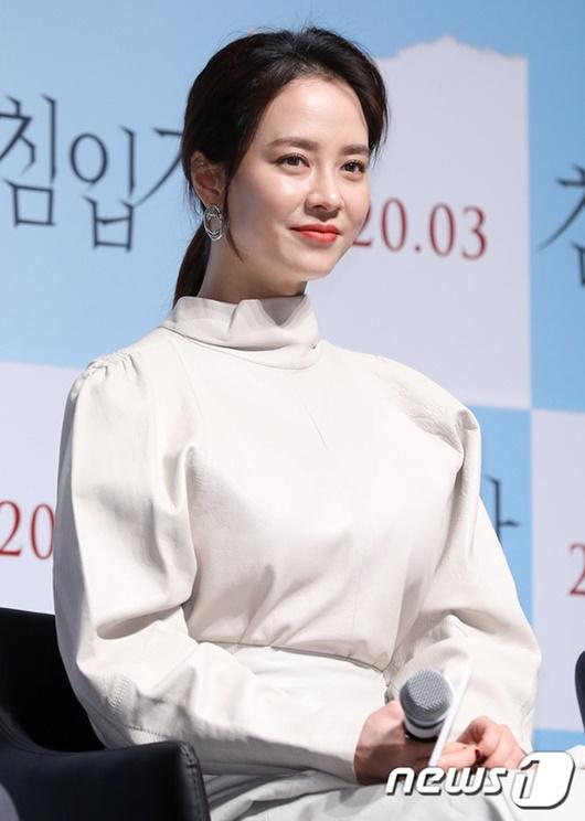 """Nhan sắc """"gây sửng sốt"""" ở tuổi 38 của """"mợ ngố"""" Song Ji Hyo - Ảnh 6"""