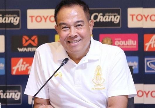 HLV Kiatisuk hầu như không còn cơ hội quay lại dẫn dắt ĐT Thái Lan - Ảnh 1