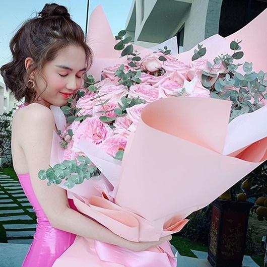 Sao Việt dịp Valentine 2020: Người khoe quà hàng hiệu, kẻ cô đơn lẻ bóng - Ảnh 4