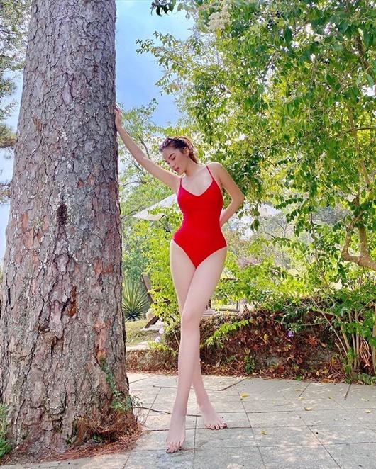 Hoa hậu Kỳ Duyên diện bikini đỏ rực khoe dáng quyến rũ ở Đà Lạt - Ảnh 1