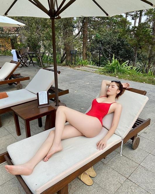 Hoa hậu Kỳ Duyên diện bikini đỏ rực khoe dáng quyến rũ ở Đà Lạt - Ảnh 4