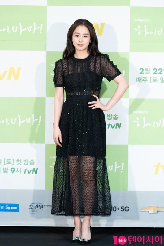 """Kim Tae Hee chính thức trở lại: Nhan sắc """"gái 2 con"""" gây sửng sốt bất chấp dấu vết thời gian - Ảnh 3"""