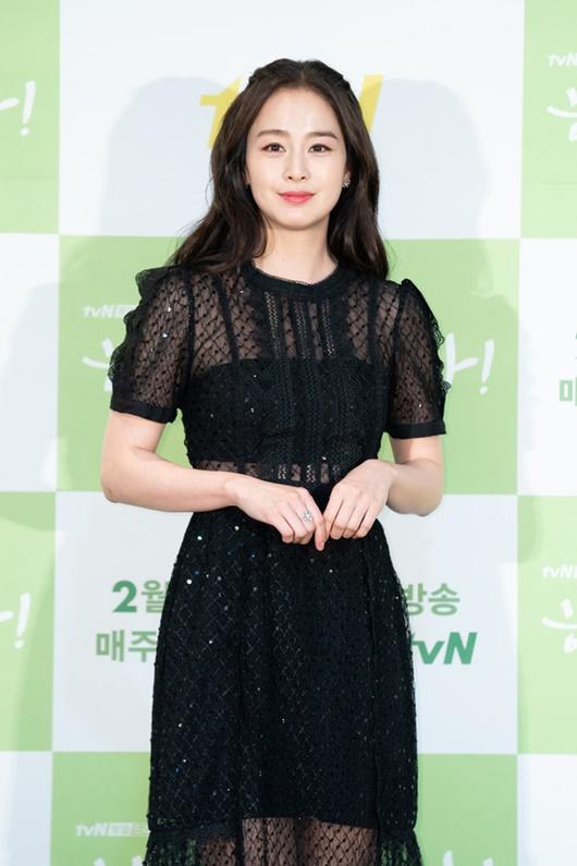 """Kim Tae Hee chính thức trở lại: Nhan sắc """"gái 2 con"""" gây sửng sốt bất chấp dấu vết thời gian - Ảnh 1"""