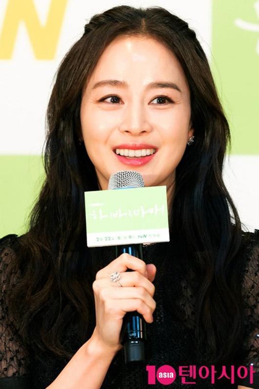 """Kim Tae Hee chính thức trở lại: Nhan sắc """"gái 2 con"""" gây sửng sốt bất chấp dấu vết thời gian - Ảnh 6"""