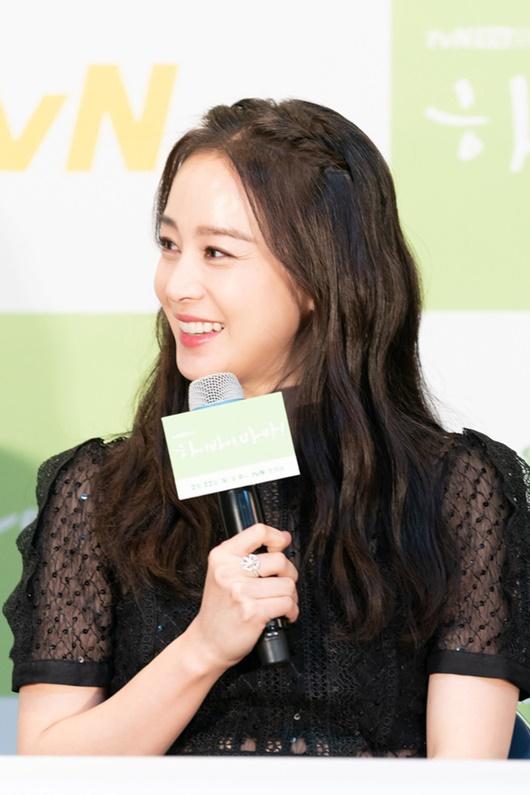 """Kim Tae Hee chính thức trở lại: Nhan sắc """"gái 2 con"""" gây sửng sốt bất chấp dấu vết thời gian - Ảnh 5"""