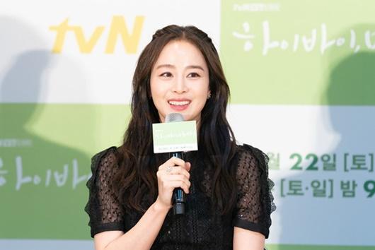 """Kim Tae Hee chính thức trở lại: Nhan sắc """"gái 2 con"""" gây sửng sốt bất chấp dấu vết thời gian - Ảnh 4"""
