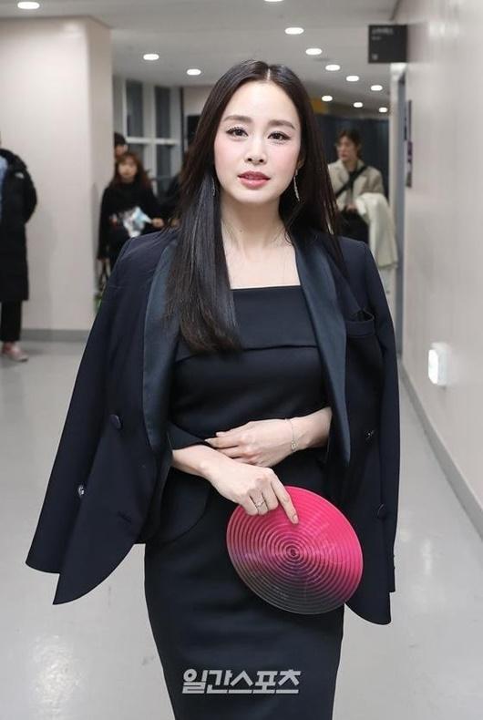 """Kim Tae Hee chính thức trở lại: Nhan sắc """"gái 2 con"""" gây sửng sốt bất chấp dấu vết thời gian - Ảnh 7"""