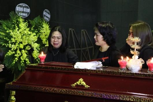 Dàn nghệ sĩ Việt đau buồn, bật khóc nức nở khi đến tiễn đưa NSƯT Vũ Mạnh Dũng - Ảnh 4
