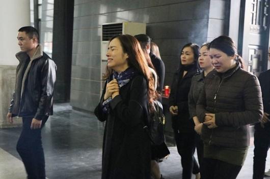 Dàn nghệ sĩ Việt đau buồn, bật khóc nức nở khi đến tiễn đưa NSƯT Vũ Mạnh Dũng - Ảnh 3