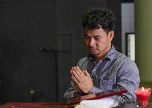 Dàn nghệ sĩ Việt đau buồn, bật khóc nức nở khi đến tiễn đưa NSƯT Vũ Mạnh Dũng - Ảnh 5