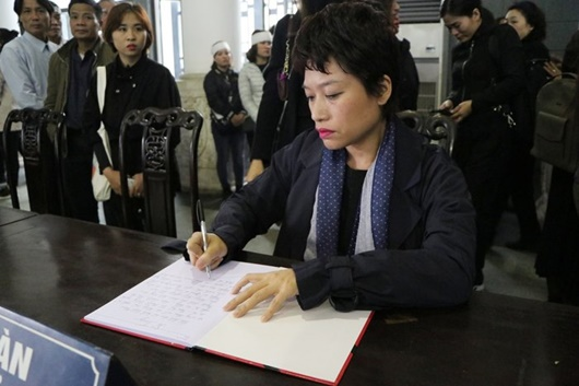 Dàn nghệ sĩ Việt đau buồn, bật khóc nức nở khi đến tiễn đưa NSƯT Vũ Mạnh Dũng - Ảnh 9