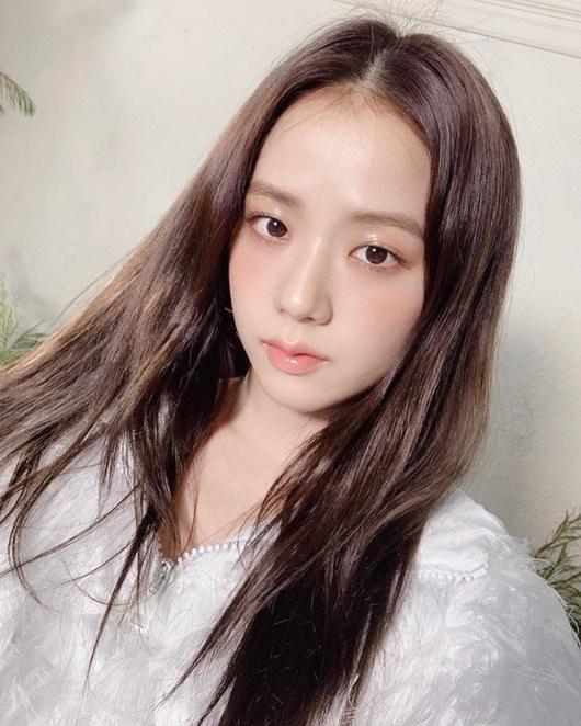 """Nhan sắc đời thường gây xao xuyến của """"nữ thần Kpop"""" Jisoo - Ảnh 1"""