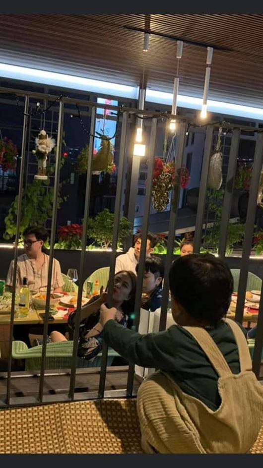 """Fan lại """"soi"""" được khoảnh khắc thân thiết siêu đáng yêu của Hoàng Thủy Linh và Gil Lê - Ảnh 1"""