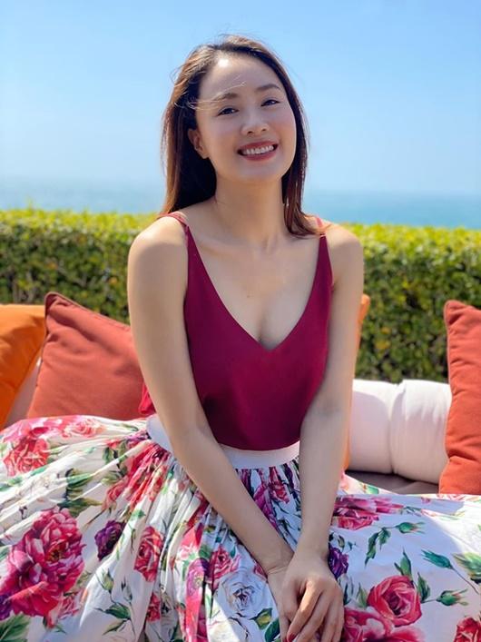 Hồng Diễm khiến dân tình trầm trồ khi khoe ảnh diện bikini gợi cảm - Ảnh 2