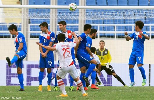 Cựu đội trưởng ĐT Lào bị AFC cấm thi đấu suốt đời - Ảnh 1