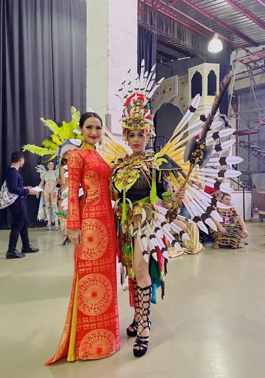 Quốc phục đỏ rực, đầy quyền lực của Hoài Sa ở Hoa hậu Chuyển giới Quốc tế 2020 - Ảnh 2