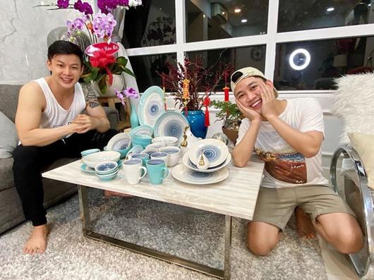 Hé lộ về người yêu đồng giới kém 8 tuổi, đẹp không thua hotboy của Don Nguyễn - Ảnh 3
