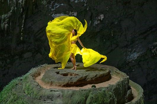 H'Hen Niê đẹp say đắm lòng người trong bộ ảnh nghệ thuật ở hang Sơn Đoòng - Ảnh 5