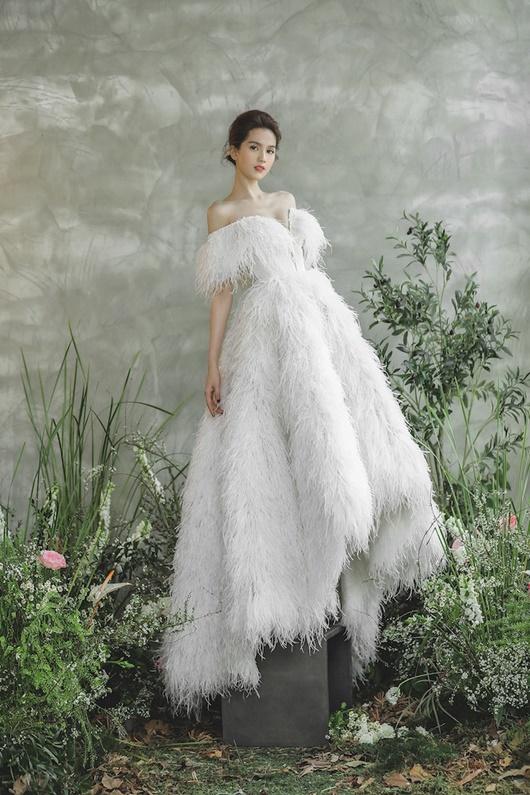 """Ngọc Trinh """"hở nhè nhẹ"""", đẹp như công chúa ngủ trong rừng với váy trắng tinh khôi - Ảnh 2"""