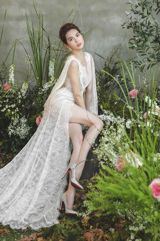 """Ngọc Trinh """"hở nhè nhẹ"""", đẹp như công chúa ngủ trong rừng với váy trắng tinh khôi - Ảnh 7"""