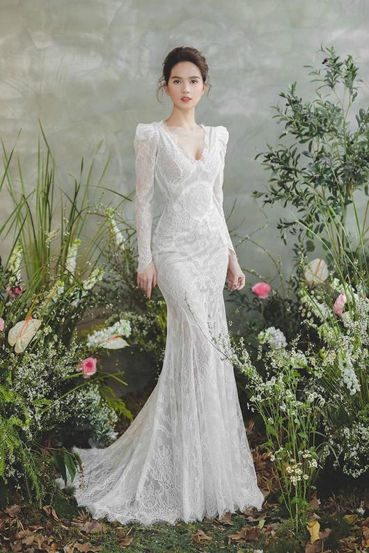 """Ngọc Trinh """"hở nhè nhẹ"""", đẹp như công chúa ngủ trong rừng với váy trắng tinh khôi - Ảnh 8"""